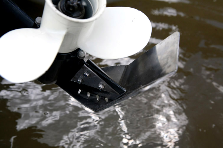 Alt-outboard motor-propeller-protection