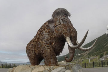 Alt-Sea of Okhotsk-Magadan-mammoth-sculpture