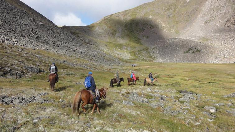 Alt-Монголия-Морон-Улан-Ул-Шишхид-Делгер-Мурэн