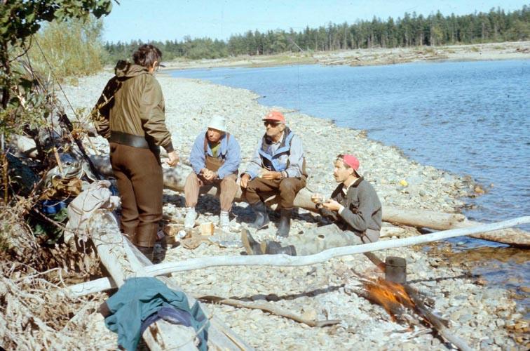 Alt-река Яма обед наберегу